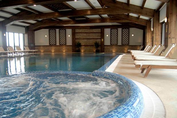 Vacanta la ski in bulgaria preturi de la 16 euro for Hotel cu piscina